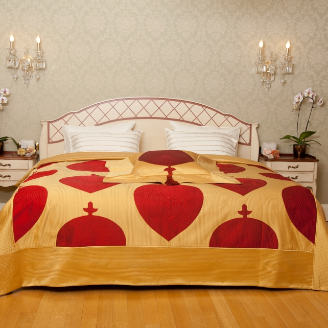 MEDALLION BEDSPREAD SET